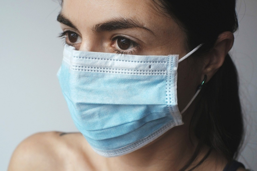 Roots Donates $500,000 in Products to Frontline Healthcare Workers; Repurposes its Canadian Factory to Produce Non-Medical Masks; and Donates Medical-Grade Masks